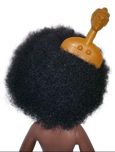 Tête de poupée afro et mini peigne afro